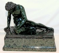"Lot 207: IMPRESSIVE LATE C19TH  ITALIAN CARVED SERPENTINE MARBLE 'GRAND TOUR' SOUVENIR SCULPTURE ,AFTER THE ANTIQUE , ""THE DYING GAUL"". Height 24cm.  Width 26 cm."